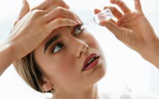 Frau mit trockenen Augen